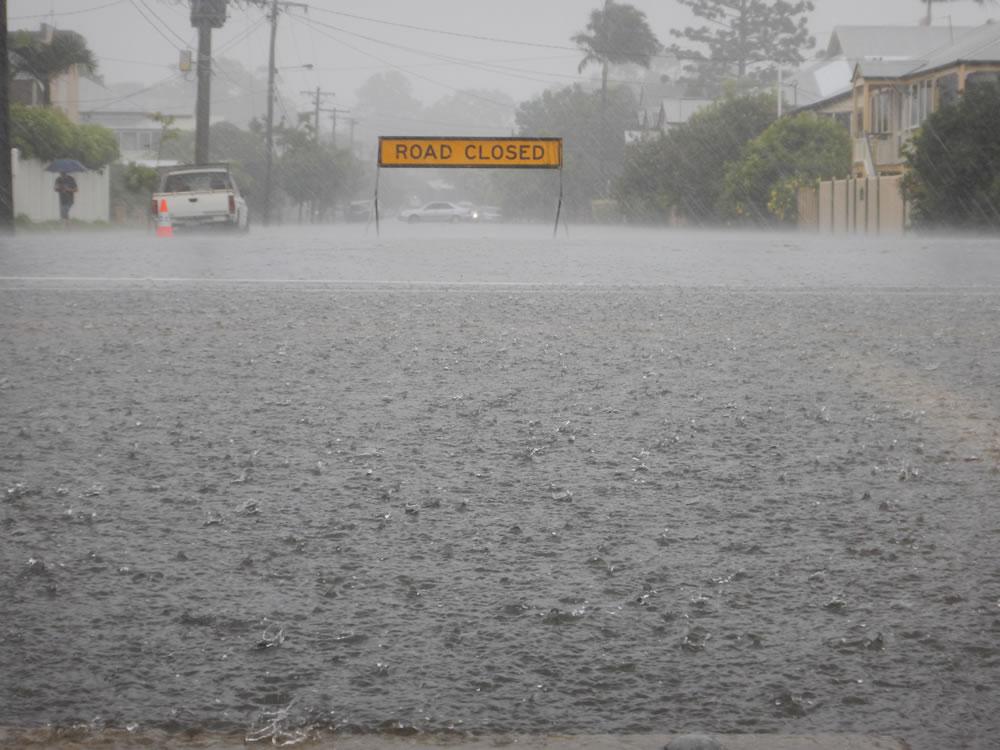 översvämning - mätning av nivå sjöar gatubrunnar vägar